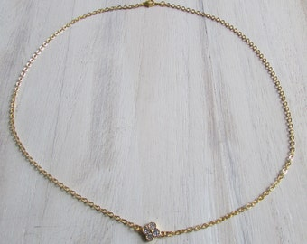 Necklace fine flower clear crystals
