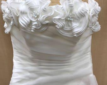 DESIGNER Paris Garza Net SILK FLOWER Asymetrical Ruffle Boned Bodice Chapel Train Wedding Gown Dress Sz 12 New with Tags Orig 1800