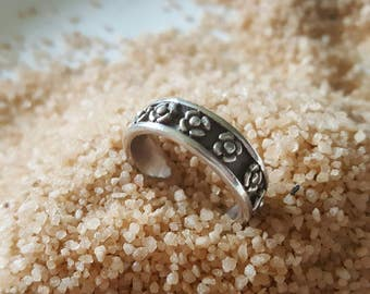Sterling Silver Antiqued Band with Floral Accents (st - 1981)