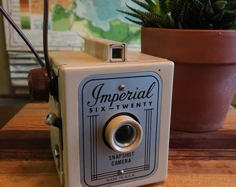 Vintage 1960s Herc Imperial Six Twenty Fantastic Plastic Camera - Tan