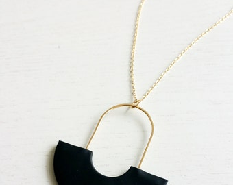 ARC NECKLACE_B | black necklace, gold necklace, long necklace, mid century modern, minimalist, circle necklace, geometric necklace |