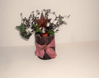 Primitive Grungy Can arrangement, Grungy battery operated tealight, Burgundy Pip Berries and Rusty Metal Star, Prim arrangement