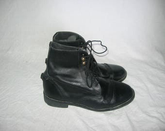 Vintage Black Leather Laced Up Ankle Low Flat Heels Granny Grunge Riding Hipster Boho Pixie Boots Size 9