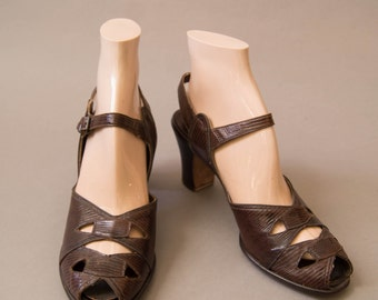 vintage 1940s shoes / 40s leather peeptoe heels / size 8 / Slingshot Heels
