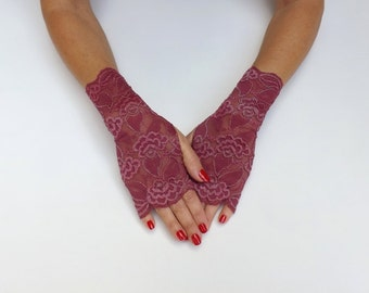 Burgundy lace gloves. Fingerless gloves. Short gloves. Bridal gloves. Evening gloves.