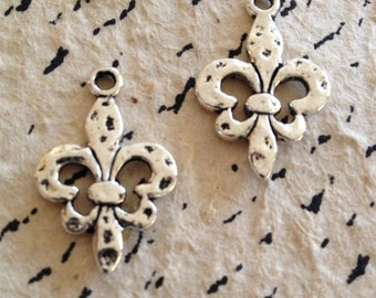 Pair of Fleur de Lis charms, antiqued silver, silver, NOLA, Fleur de lis, charm, hammered, Paris, jewelry making supplies, Parisienne, fluer