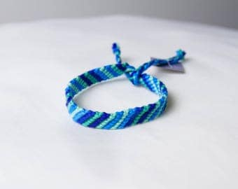 Friendship bracelet - Green to blue collection 30b