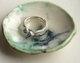 Reflections and water. Ring bowl made of porcelain.