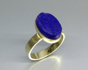 A oval raw stone Lapis Lazuli ring of highest quality with 18K gold, stuns with its deep blue color. - gift idea - solid gold - classic AAA