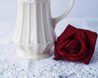 An elegant vintage creamware cream jug/ creamer by Regal.