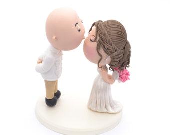 Cute couple forehead kiss. Bald groom - Beach wedding. Wedding cake topper. Beach wedding. Handmade. Fully customizable. Unique keepsake