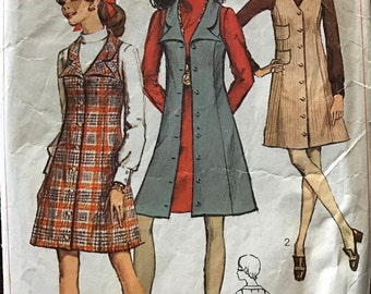 Simplicity 7864 - 1960s Sleeveless A Line Jumper with Button Front and Novelty Notched Collar - Size 12 Bust 34