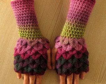 EXPRESS CARGO Dragon Scale Fingerless Gloves, dragon gloves, crocodile fingerless gloves, gift for her, gift for christmas /// Formalhouse