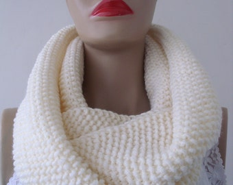 infinity Scarves, Cream Knitting Scarves, gift for women, gift for mom, gift for christmas, gift for her /// FORMALHOUSE