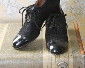 vintage 1940s shoes <> 1940s black tie shoes <> 40s oxford lace up heels <> granny shoes <>  40s brogues <> vintage 1940s leather shoes