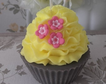 Handmade Scented Cupcake Candle/ Chocolate and Melon / Soy Wax / Cotton wick