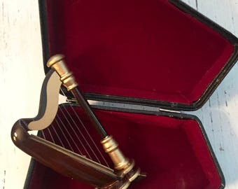 Miniature Harp with Case, Dollhouse Miniature, 1:12 Scale, Miniature Music, Dollhouse Accessory, Decor, Mini Instrument, Wood Harp