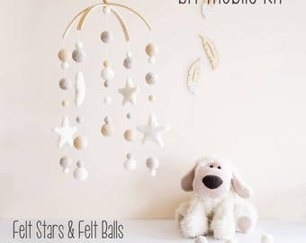 DIY Mobile, DIY Crib Mobile, DIY Cot Mobile, diy Nursery Mobile, diy Felt Ball Mobile. diy Pompom mobile