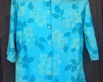 Vintage 1950's Shirt / Hawaiian Style Print / Floral / Short Sleeve / Button-Up / Cerulean Blue / Medium