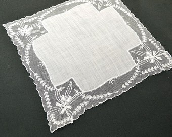 VINTAGE WEDDING HANKIE Wedding White Linen Tambour Lace Flower and Leaves Cross Shaped Linen Scalloped Edge Handmade, Excellent Condition