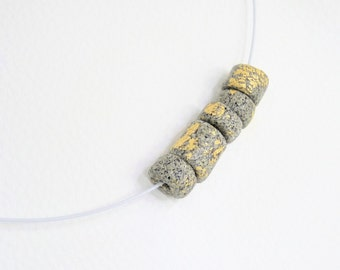 Necklace hand modelled Collier granite-look - with metal - nuggets of gold - leaf - gift-