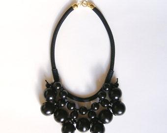 lola collier de perles en bois collier ethnique par itoula. Black Bedroom Furniture Sets. Home Design Ideas