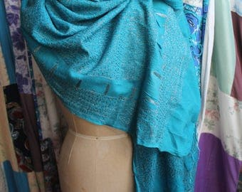 Turquoise shawl with silver thread embroidery REF561
