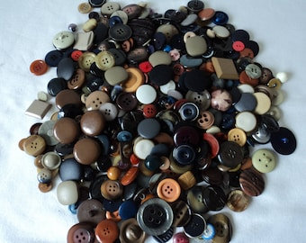 REDUCED - French vintage assorted craft buttons - over 350 buttons (04658)