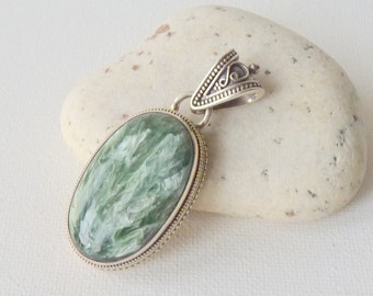 Antiqued Sterling Silver Filigree Seraphinite Pendant Vintage Big Green Oval Pendant, Chunky Seraphinite Pendant, Green Siberian Gemstone