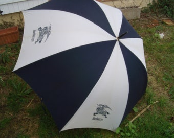 Authentic and big vintage 80s  umbrella-parasol. Made by Burberry in England.