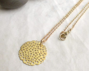 Vintage style necklace - large flower disc pendant - brass chain - flowery jewelry (m965)