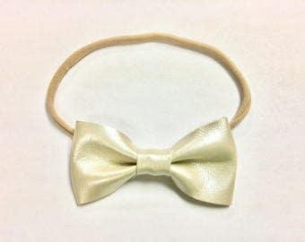 Pearl {{basic}} bow - nylon baby headband