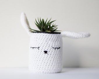 Bunny flowerpot, rabbit plantpot, home decoration animal lovers, hand crocheted white flowerpot, mothers day gift, glass jar included