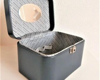 Large dark blue vintage vanity case deLuxe. Bicast leather traincase. With mirror key. Vintage travel traincase. 1980s luggage. Organizer
