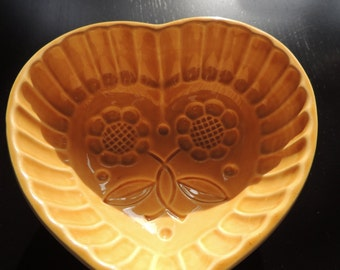 Baking dish / pudding mould - flowers - heart - ceramic mould