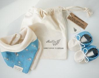 Peter Rabbit Muslin Bib and Booties Set - baby muslin bib, baby moccasins, baby gift set, newborn gift