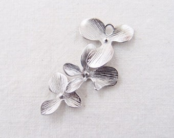 P0-046-MR] Triple Orchid Flower / 15 x 33mm / Rhodium plated / Pendant / 2 pieces