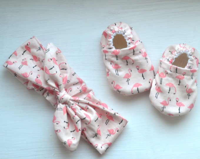 flamingo booties flamingo knot headband shoes and headband set pink flamingo gift set newborn flamingo gift set flamingo shoes flamingo knot
