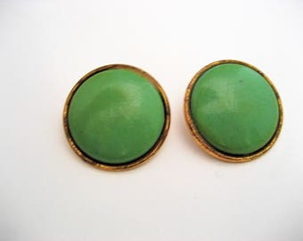 Green Earrings Round Earrings Vintage Resin Clip On Earrings Vintage Clip On Earrings Green Earrings Green Clip On Earrings