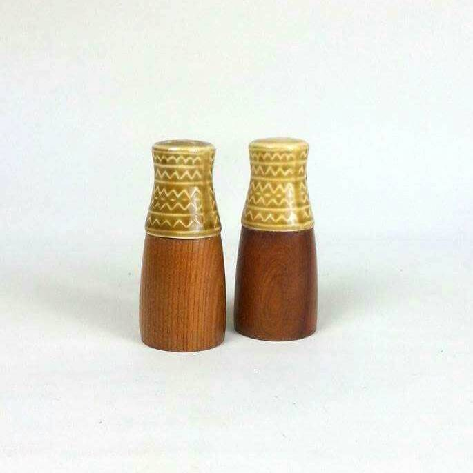 Mid mod wyncraft teak salt pepper shakers cruet pots Salt n pepper pots