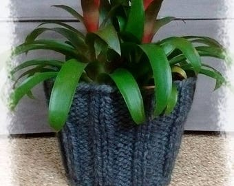 Pot and knitted his planter
