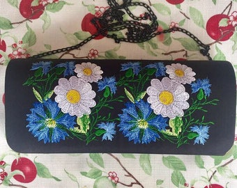 Sales 20% Great embroidered clutch