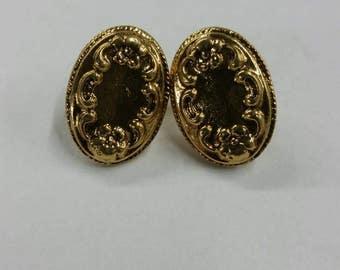 Oval shaped vintage stud earrings