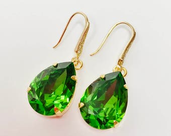 Green Crystal Drop Earrings Emerald Swarovski Dangles Green Bridal Earrings Bridesmaid Gift Mother of the Bride Sparkly Pear Earrings