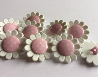 Daisy flower 22mm button with shank x 6