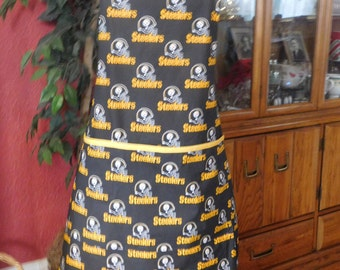 PITTSBURG STEELERS APRON -- black and yellow -- large apron