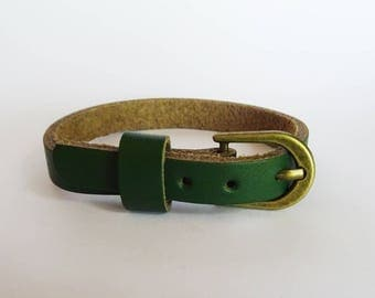 Green leather bracelet watch - nice quality - woman minimalist leather bracelet