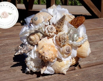Beach bridal bouquet, White sea shells and pearls bouquet, Beach wedding bouquet