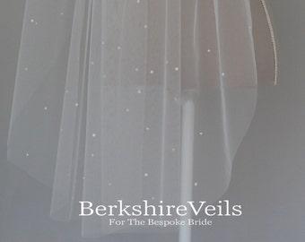 Fingertip  wedding veil with scatterd pearls | Fingertip Ivory Veil | Raw edge Veil | Wedding veil | One tier veil