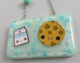 Resin necklace with stickers and subjects